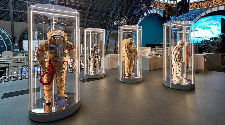 Экспонаты. Космонавты.