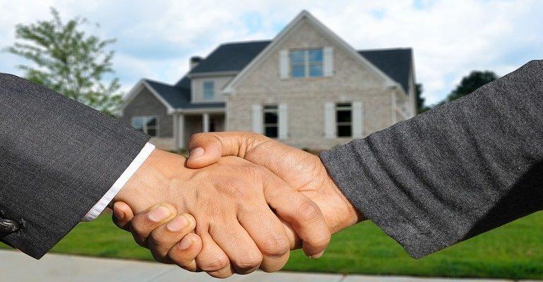 Недвижимость. Сделка. Риэлтор. Рукопожатие. Аренда