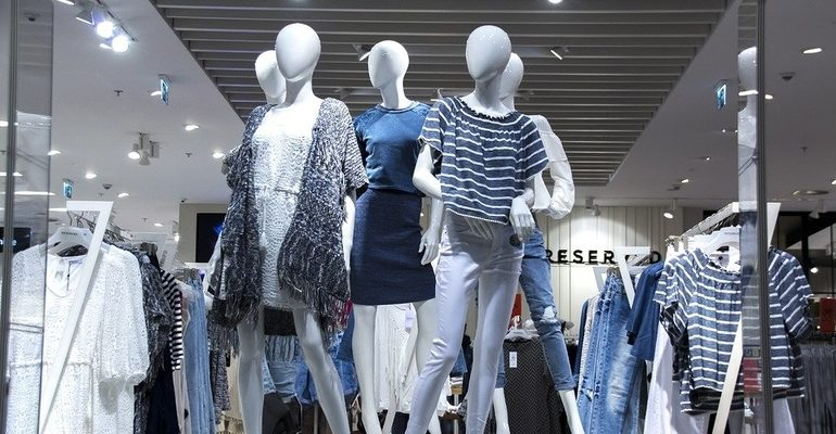 пустой ТЦ манекен бутик шоппинг