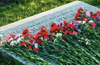 могила похороны цветы возложение