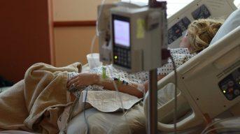 В России впервые с начала пандемии зафиксировано больше тысячи смертей от ковида за сутки