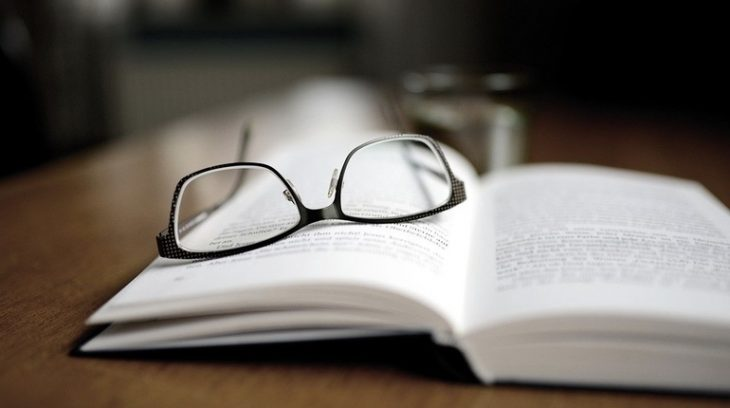 очки книга образование обучение студент преподаватель