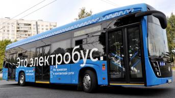 Дымящийся электробус на Дмитровском шоссе в Москве переполошил пешеходов