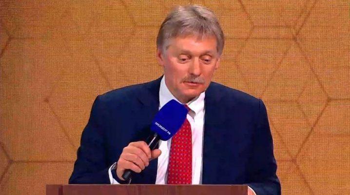 Пресс-секретарь президента РФ Дмитрий Песков на ежегодной пресс-конференции с президентом России Владимиром Путиным, 17 декабря