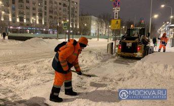Власти потратят 746 млн на уборку снега в центре Москвы в 2022-2023 годах