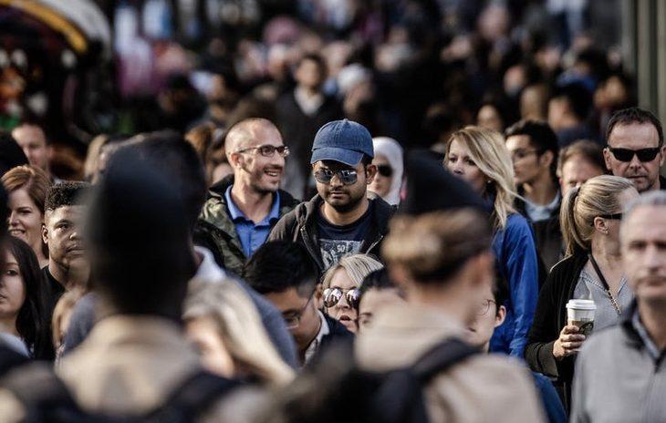 люди город население толпа