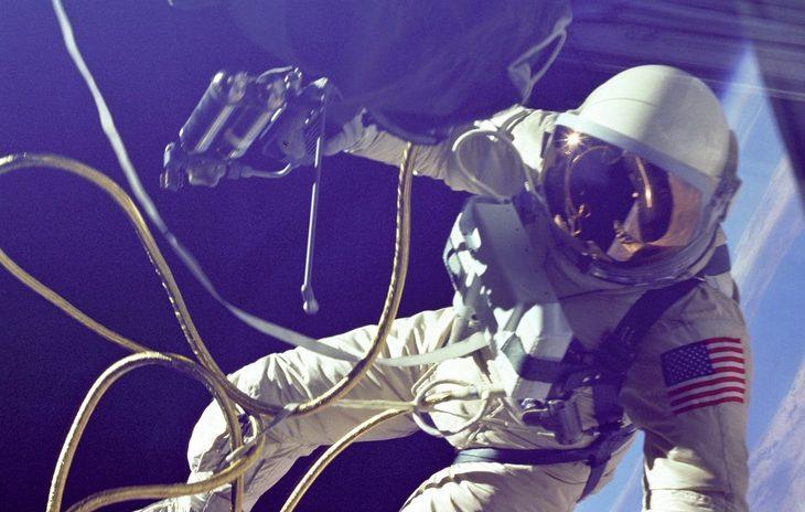 Космонавт космос